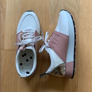 DV Dolce Vita Lace-Up Sneakers (8.5)
